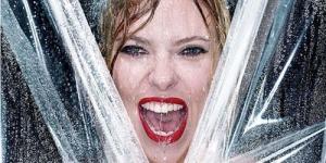 Scarlett Johansson Mandi di Cover V Magazine