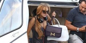Tak Pakai Bra, Lindsay Lohan Ekspos Payudara