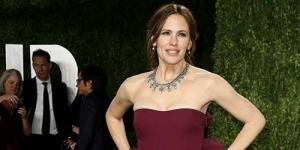 Tersandung Gaun, Jennifer Garner Hampir Jatuh di Pesta Oscar