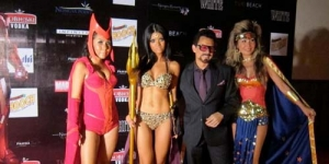 This Is It! Farah Quinn Jadi Superhero Berbikini (Foto)