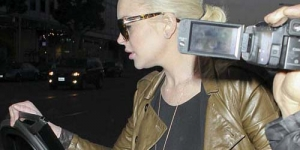 Tidak Kenakan Bra, Puting Payudara Lindsay Lohan Terlihat