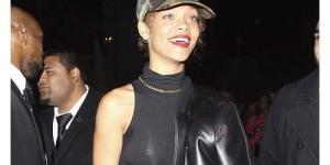 Ups! Pakai Baju Tipis Memperlihatkan Putingnya, Rihanna Dianggap Jadul