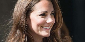 Ups, Rok Kate Middleton Tertiup Angin