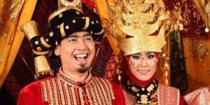 Ustad Solmed dan April Jasmine, Gelar Resepsi Pernikahan