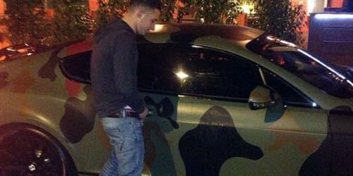 Duh! Suporter MU Kencingi Mobil Bentley Balotelli Seharga Rp 2,4 Miliar