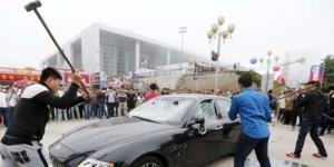 Frustasi, Mobil Maserati Rp 4,1 Miliar Dihancurkan Oleh Pemiliknya