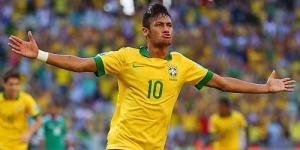 Rayakan Kemenangan, Neymar Cium Pacar Casillas, Sara Carbonero