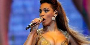 Aduh, Rambut Beyonce Tersangkut di Kipas Angin saat Konser