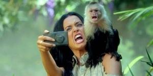 Katy Perry Pamer Nokia Lumia 1020 di Video Roar