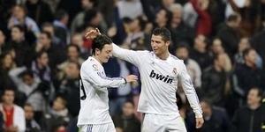 Mesut Ozil Sering Ajari Cristiano Ronaldo Baca Al Quran