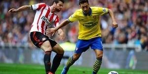 Ramsey Anggap Kaki Kiri Mesut Ozil Ajaib