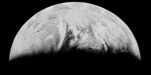 Foto Penampakan Pertama Bumi Saat Dipotret dari Bulan
