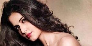 Poster Dhoom 3 Pamerkan Tubuh Seksi Katrina Kaif