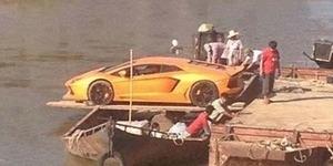 Dibeli Orang Pelosok, Lamborghini Diangkut Kapal Nelayan