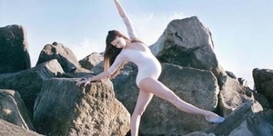 Hamil 9 Bulan, Wanita ini Tetap Luwes Menari Balet