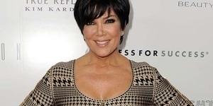 Ibu Kim Kardashian Berbikini Seksi Bareng Berondong Barunya