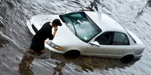 5 Tips Jika Mobil Terkena Banjir Agar Tidak Semakin Rusak