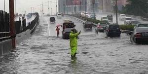 7 Tips Terobos Banjir dengan Mobil