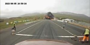 Video Pesawat Jatuh di Lintasan Drag Race