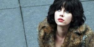 Scarlett Johansson jadi Alien Seksi Penggoda Pria di Under The Skin