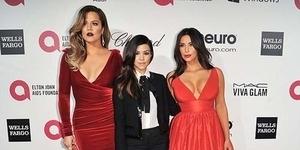 Duel Seksi Merah, Khloe dan Kim Kardashian Menggoda di Oscar 2014