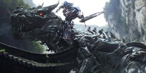 Trailer Transformers: Age of Extinction - Optimus Prime vs Dinobot