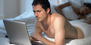 6 Alasan Pria Hobi Nonton Film Porno