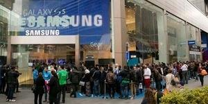 Penjualan Samsung Galaxy S5 Memicu Antrian Panjang di Beberapa Kota Dunia