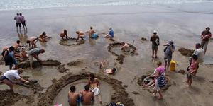 Serunya Berendam Air Panas di Pinggir Pantai