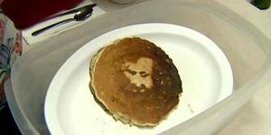 Wajah Yesus Muncul Di Kue Ini!