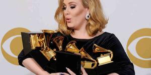 Adele Penyanyi Inggris Terkaya 2014