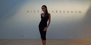 Di Singapura, Victoria Beckham Pamer Belahan Dada