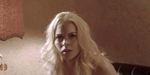 Foto Lindsay Lohan Topless dengan Seorang Pria
