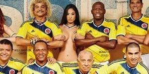 Legenda Sepak Bola Kolombia Berpose dengan 4 Model Seksi Bugil