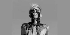 Miley Cyrus Bugil di Video Tongue Tied