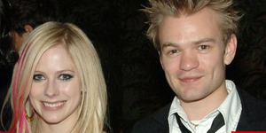 Minum Alkohol Sekali Lagi, Mantan Suami Avril Lavigne Terancam Mati