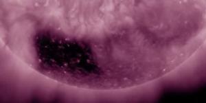 Misteri Lubang Hitam Berbentuk Kotak di Permukaan Matahari