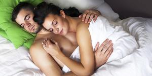 5 Posisi Tidur Wanita yang Membuat Pria Bergairah