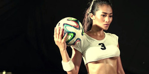 Aksi Model Seksi Playboy Thailand Main Bola