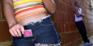 Angka Kehamilan Pelajar AS Meningkat, Guru Bagikan Kondom ke Siswa SMP