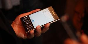 BlackBerry Q30 Windermere/Passport Meluncur September