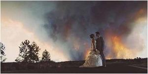 Demi Foto Pre Wedding, Sepasang Pengantin Nekat Terobos Kebakaran