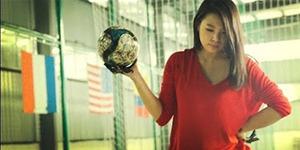 Seniman Cantik Jepang Red Hong Yi Lukis Ronaldo, Neymar, Messi Pakai Bola