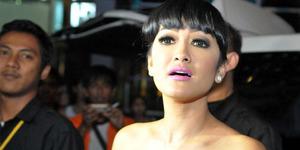 Julia Perez Dilarang Jenguk Olga Syahputra di Singapura