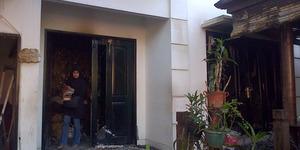 Rumah Almarhum Ustadz Jeffry Al Buchori Kebakaran, Pipik dan Anaknya Lompat dari Lantai Dua