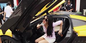 Kendarai Lamborghini Berkecepatan Tinggi, Syahrini Nyaris Kecelakaan