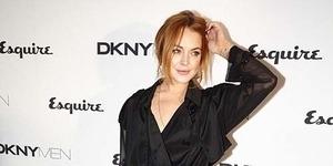 Pakai Gaun Transparan, Lindsay Lohan Bingung Tutupi Bagian Intim
