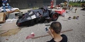 Pria China Ciptakan Replika Batmobile Tumbler