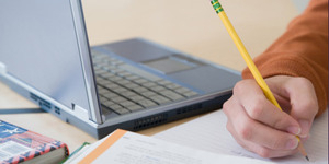 Riset : Mahasiswa Pengguna Laptop Lebih Berpeluang di DO Daripada Pengguna Pensil