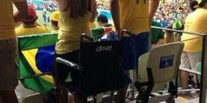 Saksikan Piala Dunia, Suporter Cacat Spontan Bisa Berdiri